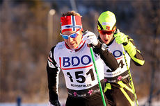 Sjur Røthe ute på 15 km klassisk i Beitosprinten 2013. Like bak følger Anders Tettli Rennemo. Foto: Geir Nilsen/Langrenn.com.