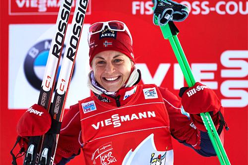 Astrid Uhrenholdt Jacobsen leder Tour de Ski 2013/2014 etter to etapper i Oberhof og 2 etapper i Lenzerheide. 3 etapper gjenstår. Foto: Felgenhauer/NordicFocus.