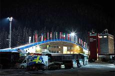 Arenaen i Toblach i mørkets timer rett før det ble konkurrert i jaktstart på Tour de Ski 2013/2014 sin 5. etappe. Foto: Felgenhauer/NordicFocus.