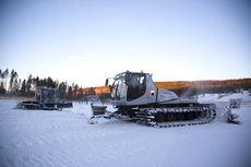 Preppemaskiner i sving ved Birkebeineren skistadion ovenfor Lillehammer. Foto: Manzoni/NordicFocus.
