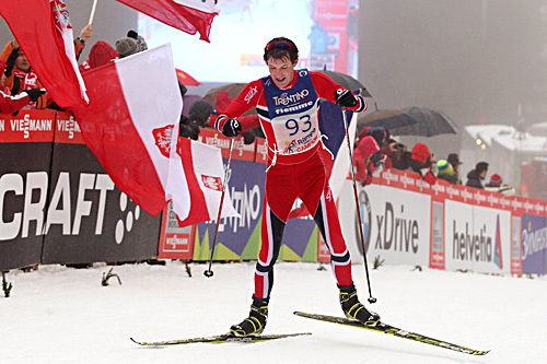 Morten Sætha på vei inn til 3.-plass i publikumsrennet opp monsterbakken Alpe Cermis under Tour de Ski 2013/2014. Foto: Newspower.it.