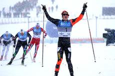 Andrew Musgrave jubler etter å ha sikret seg sprint-seieren under NM på Lillehammer 2013. Bak følger Ola Vigen Hattestad, Finn Hågen Krogh og Anders Nøstdahl Gløersen i nevnt rekkefølger. Foto: Geir Nilsen/Langrenn.com.