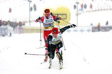 Maiken Caspersen Falla vinner nok et NM-gull på sprint, denne gangen 2014-medaljen under mesterskapet på Lillehammer. Utenfor bildet går Kathrine Harsem inn til sølv, mens Heidi Weng følger i rødt bak Maiken til 3. plass. Foto: Geir Nilsen/Langrenn.
