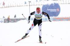Kathrine Harsem hadde en helt egen korridor inn mot mål under NM-sprinten 2014 på Lillehammer og hun ledet klart i starte av oppløpet, men utenfor venstre bildekant rakk Maiken Caspersen Falla akkurat å smette forbi. Foto: Geir Nilsen/Langrenn.com.