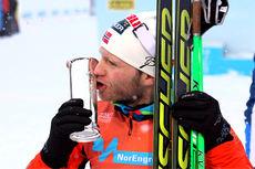 Martin Johnsrud Sundby tok spurten mot Sjur Røthe på 3-mila med skibytte og ble belønnet med både NM-gull og Kongepokal i norgesmesterskapet 2014 på Lillehammer. Foto: Geir Nilsen/Langrenn.com.