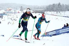 Astrid Uhrenholdt Jacobsen gikk forrykende på NM-stafettens 2. etappe og ga vinneren IL Heming et solid forsprang. Unge Kaja Sandsten fra Oppdal IL, nummer 2 til slutt, er her sammen med Astrid i bildet. Foto: Geir Nilsen/Langrenn.com.