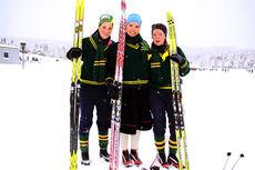 Anette Kleppestø i skjørt flankeres av lagvenninne Guro Lindgren (t.v.) og Synnøve Wiger Austefjord i målområdet etter NM-stafetten 2014 på Lillehammer. Laget fra NTNUI kom aller sist, 11 minutter bak nest siste lag.