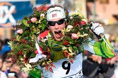 Simen Østensen jubler etter å ha gått inn til en overbevisende seier i Marcialonga 2014. Foto: Magnus Östh/Swix Ski Classics.