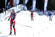Lotta Udnes Weng går i mål som vinner av 17-årsklassen på 7,5 km skiathlon under NM del 2 på Budor 2013. Foto: Erik Borg.