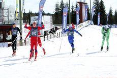 Kristian Græsli går i mål som vinner av 18-årsklassen på 10 km skiathlon under NM del 2 på Budor 2013. Foto: Erik Borg.