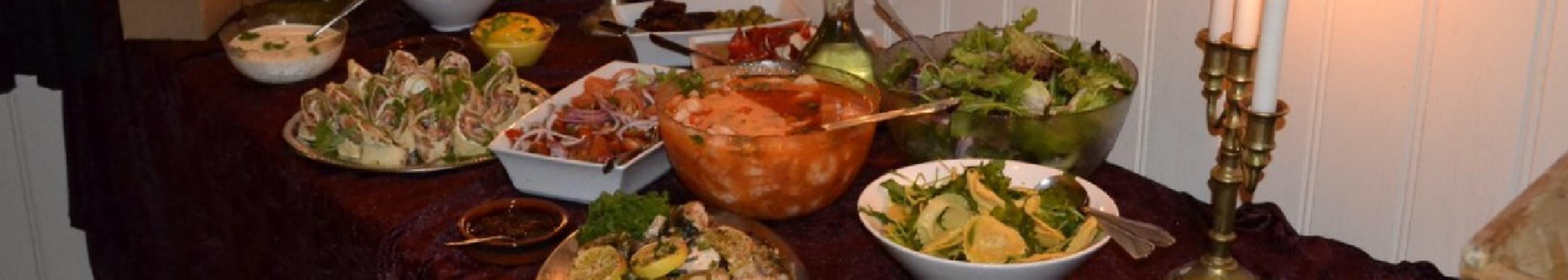 Ogge gjesteheim er kjent for sin gode mat og populære søndagsbuffet. Ogge gjesteheim ligger ved Ogge  3 km nord for Vatnestrøm
