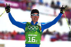 Sami Jauhojärvi jubler over målstreken etter at han og makker Iivo Niskanen sikret gullmedaljen i lagsprinten til Finlands fordel under Sotsji-OL 2014. Foto: NordicFocus.