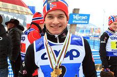 Eirik Sverdrup Augdal med sine to gullmedaljer fra Junior-VM i Val di Fiemme 2014. Foto: Erik Borg.