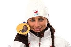 Justyna Kowalczyk med OL-gull fra lekene i Sotsji 2014. Foto: Nordic Focus.