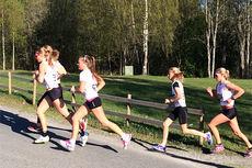 Løpere på vei opp mot målet i Kanten-testen 2014, som også var konkurranse nummer 2 i  Vårcup Lillehammer. Arrangørfoto.