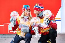 Therese Johaug og Martin Johnsrud Sundby med krystallkulene fra deres totalseire i verdenscupen 2013/2014. Foto: Felgenhauer/NordicFocus.