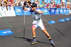 Ludvig Søgnen Jensen innkasserer seieren i den 200 meter lange sprinten i Kristiansund under Toppidrettsveka 2013. Foto: Geir Nilsen/Langrenn.com.