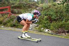 Marit Bjørgen på stø kurs mot seier i Orkdal og Knyken skisenter på skiatlon-øvelsen under Toppidrettsveka 2014. Foto: Geir Nilsen/Langrenn.com.