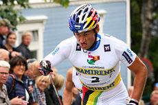 Petter Northug på vei mot seier i Toppidrettsveka 2014, her på vei opp den lange og stupbratte bakken på Bakklandet i sentrum av Trondheim. Foto: Geir Nilsen/Langrenn.com.