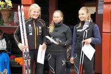 Sammenlagtvinnere i Tour de Synnfjell 2014 blant juniordamene. Fra venstre: Anne Marthe Brenden, Gjøvik SK (vinner), Mathe Lindmoen, Raufoss IL (3.plass) og Anna Grøntjernet, Svea Skilag (2. plass). Arrangørfoto.