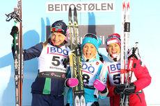 Sesongens første seierspall var etter 10 km klassisk i sesongåpningen på Beito. Fra venstre: Astrid Uhrenholdt Jacobsen (2. plass), Therese Johaug (1. plass) og Heidi Weng (3. plass). Foto: Geir Nilsen/Langrenn.com.