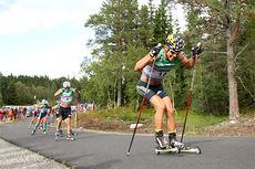 Ilia Chernousov trykker til på nest siste etappe av Toppidrettsveka 2014 i Knyken skisenter. Bak følger løpere som Eldar Rønning, Øystein Pettersen og Petter Northug. I mål ble det 2. plass på Ilia, kun slått av Petter. Foto: Geir Nilsen/Langrenn.