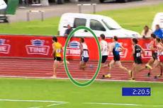 Anders Aukland ligger som nummer to i feltet på 5000 meter under NM i friidrett på Jessheim 2014. Foto: Skjermdump fra live-stream.