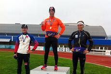 Petter Soleng Skinstad etter å ha løpt 3000 meter på 8:54 i GD-Lekene. Flankert av Eivind Bakkene, til venstre, som ble nr. 2 og Even Sæteren Hippe. Foto: Team Veidekke Innladet.