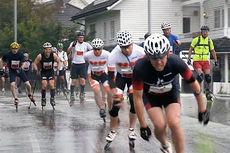 Løpere både på inlines og rulleski i aksjon under Landsbyrennet 2014. Skjermdump fra Fredrick Aakhus-Østrem/Vimeo.