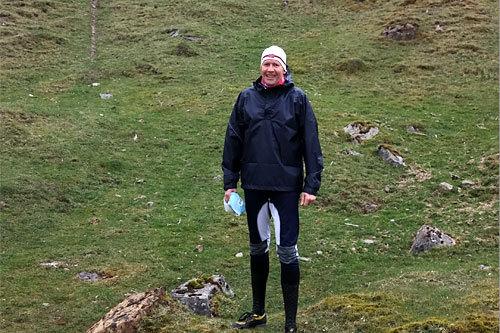 Langrenn.coms redaktør, Geir Nilsen, dresset i henhold til uværskravet fra JK Trophy i Wales 2014. Foto: Helge Kopland / PWT Travel.