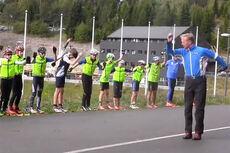 Audun Svartdal trener teknikk med ungdommer fra Oslo Skikrets i Holmenkollen høsten 2014. Foto: Utsnitt fra YouTube/Espen Utaker/Heming Harnæs.