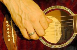 guitar-77319_1280