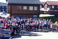 180 utøvere fra Vang skiløperforening på klubbsamling på Skei høsten 2014. Foto: Vang skiløperforening.