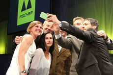Bente Skari, lengst til venstre, er blant de som deltok på Fischers 90-års jubileum i september 2014. Foto: Fischer.