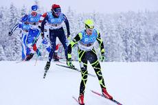 Ole-Marius Bach drar på feltet ute på siste etappe av NM-stafetten på Lillehammer 2014. I mål var hans Leksvik IL inne som nummer fem. Foto: Geir Nilsen/Langrenn.com.