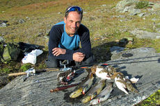 Håvard Solbakken koser seg med jakt og friluftsliv høsten 2014. Foto: Privat.