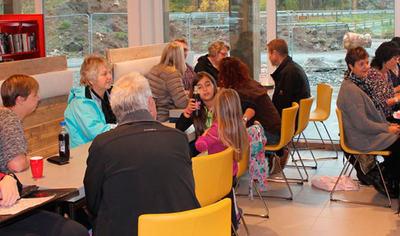Fornøyde kunder på Kafe Åkle