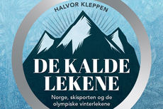 """Boken \""""De kalde lekene - Norge, skisporten og de olympiske vinterlekene\"""" av Halvor Kleppen, utgitt på Akilles forlag."""