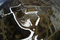 Utlegging av snø er i full gang på Beitostølen Skistadion. Dronefoto: Kåre Weeg.