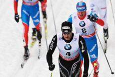 Dario Cologna med Maxim Vylegzhanin i rygg under Tour de Ski i Oberhof 2012/2013. I helgen møtes de to til dyst i finske Saariselkä. Foto: Felgenhauer/NordicFocus.