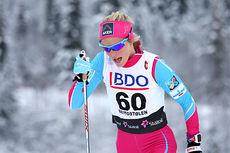 Therese Johaug på vei mot seier i vinterens første renn, 10 km klassisk i Beitosprinten 2014. Foto: Geir Nilsen/Langrenn.com.