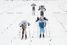 Petter Northug i hvit drakt og Sondre Turvoll Fossli gjør opp om seieren i Beitosprintens sprint 2014 i tett snødrev. Førstnevnte vant. Foto: Geir Nilsen/Langrenn.com.