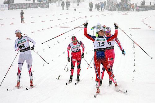 Barbro Kvåle med startnummer 15 jubler over sitt nasjonale gjennombrudd i Beitosprintens sprint 2014. Hun taklet det intense snøværet på overbevisende vis. Foto: Geir Nilsen/Langrenn.com.