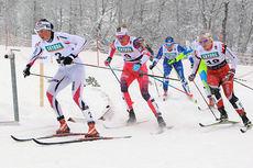 Kari Vikhagen Gjeitnes (til venstre) er her i tet i semifinalen, fulgt av Kathrine Harsem (midten) og Amalie Håkonsen Ous. Fra morgen til siste konkurranse kjempet  romsdølen i tet. Foto: Erik Borg.