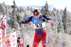Mari Eide ute på 10 km fristil under sesongåpningen i Beitosprinten 2014. Foto: Geir Nilsen/Langrenn.com.