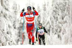 Martin Johnsrud Sundby underveis i verdenscupåpningens 15 km i klassisk stil i Kuusamo forrige vinter. Foto: Laiho/NordicFocus.