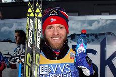 Martin Johnsrud Sundby etter sin seier på 2. etappe av verdenscupens minitour på Lillehammer 2014. Foto: Geir Nilsen/Langrenn.com.