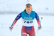 Tiril Udnes Weng underveis mot seier på 10 km fristil i juniorenes VM-mønstring i tilknytning til Skandinavisk Cup på Lillehammer like før jul 2014. Foto: Erik Borg.