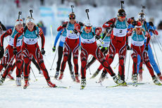 Thekla Brun-Lie (t.v. på bildet) ble best av de norske damene på IBU Cup-sprinten i Obertilliach fredag. Her sammen med bl.a. Tora Berger (midten) og Synnøve Solemdal under sesongåpningen på Beitostølen i 2012. Foto: Laiho/NordicFocus.