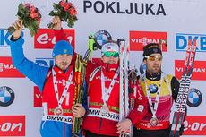 Seierspallen på jaktstart under verdenscupen i Pokljuka 2014. Fra venstre: Anton Shipulin (2), Emil Hegle Svendsen (1) og Martin Fourcade (3). Foto: Manzoni/NordicFocus.